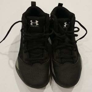 Under Armour Youth 5.5 Basketball Shoes